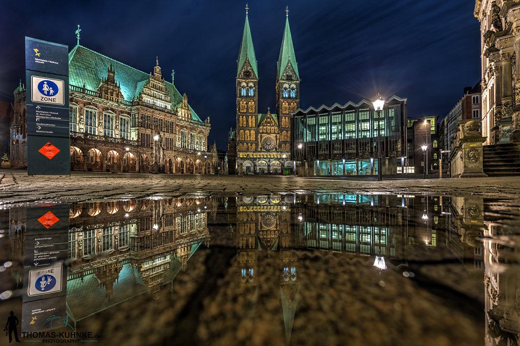 Der Marktplatz im Spiegel